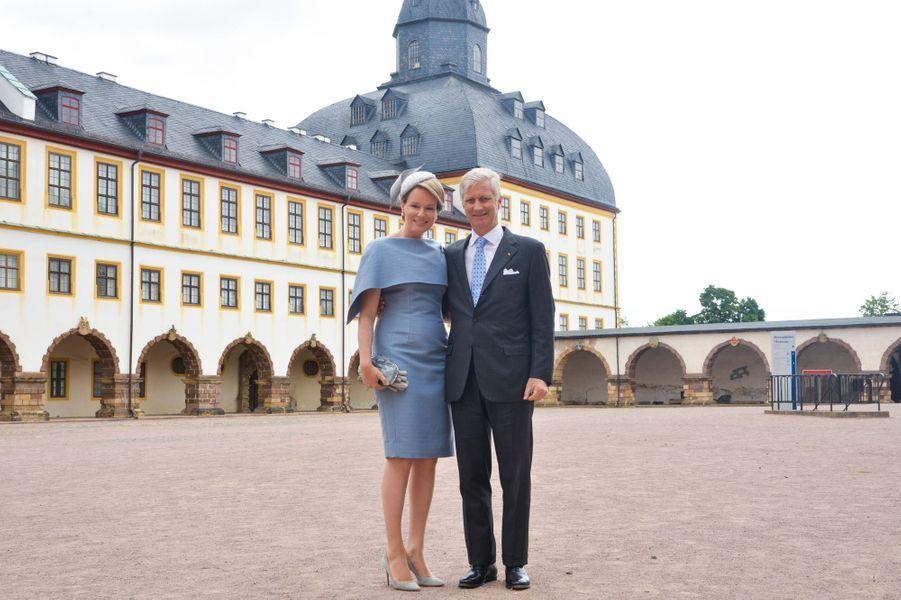 La reine Mathilde et le roi des Belges Philippe devant le château de Friedenstein à Gotha, le 9 juillet 2019