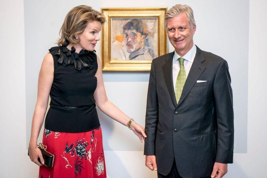 La reine Mathilde et le roi Philippe de Belgique aux musées royaux des Beaux-Arts à Bruxelles, le 27 avril 2017