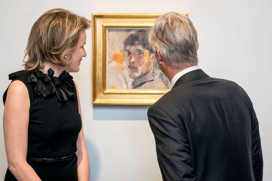La reine Mathilde et le roi Philippe de Belgique visitent l'exposition Rik Wouters à Bruxelles, le 27 avril 2017