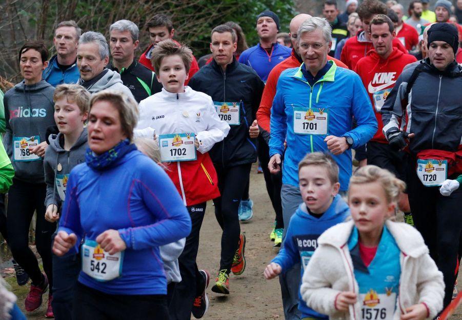Le Roi Des Belges Philippe Participe À Un Marathon Avec Ses Enfants Le Prince Emmanuel, Le Prince Gabriel, La Princesse Éléonore 1