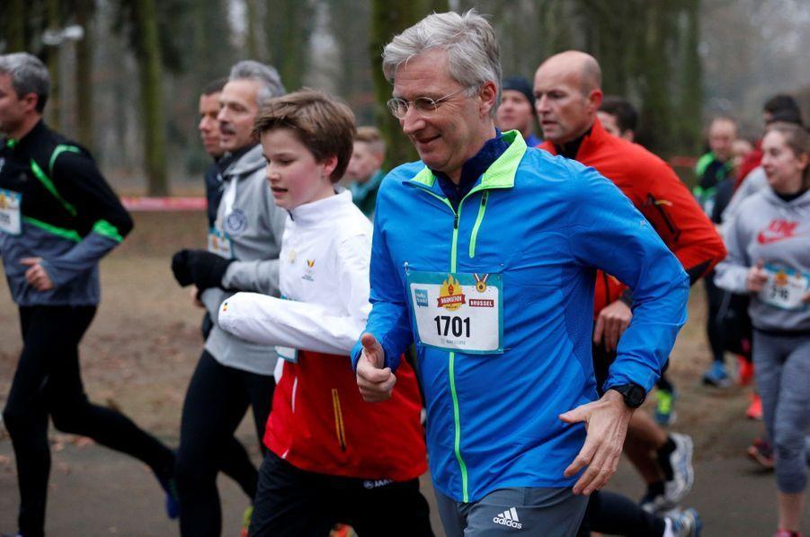 Le Roi Des Belges Philippe Participe À Un Marathon Avec Ses Enfants Le Prince Emmanuel, Le Prince Gabriel, La Princesse Éléonore 10