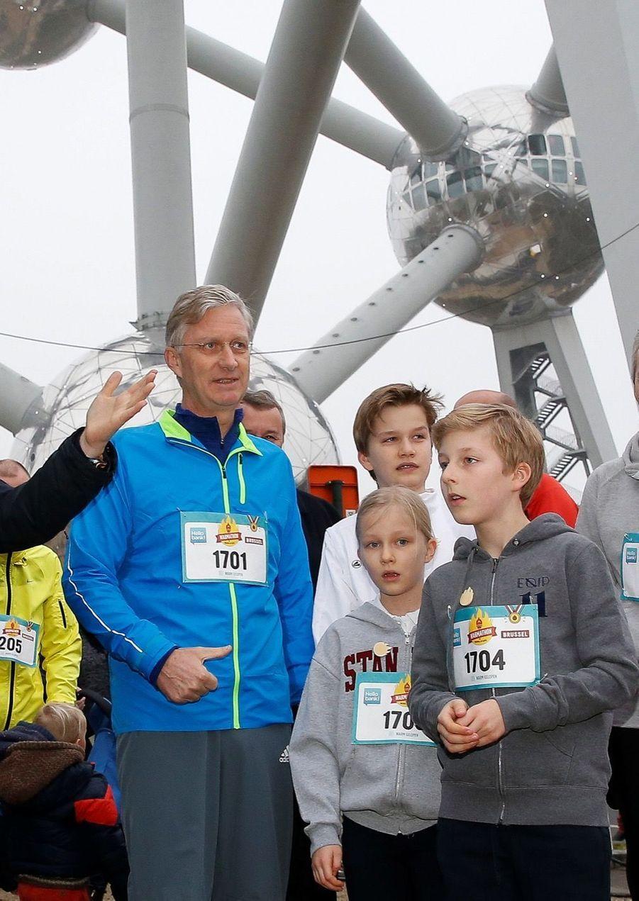 Le Roi Des Belges Philippe Participe À Un Marathon Avec Ses Enfants Le Prince Emmanuel, Le Prince Gabriel, La Princesse Éléonore 11