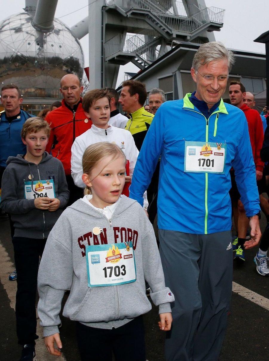 Le Roi Des Belges Philippe Participe À Un Marathon Avec Ses Enfants Le Prince Emmanuel, Le Prince Gabriel, La Princesse Éléonore 12