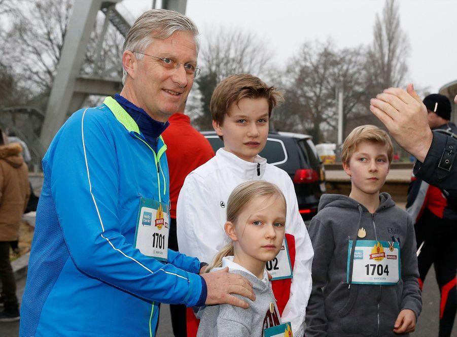 Le Roi Des Belges Philippe Participe À Un Marathon Avec Ses Enfants Le Prince Emmanuel, Le Prince Gabriel, La Princesse Éléonore 14
