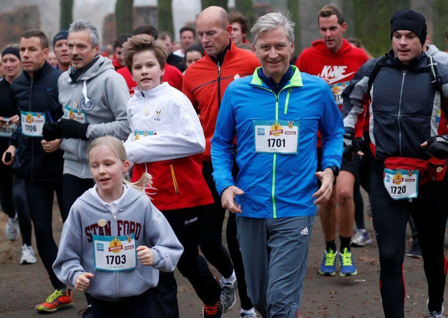 Le Roi Des Belges Philippe Participe À Un Marathon Avec Ses Enfants Le Prince Emmanuel, Le Prince Gabriel, La Princesse Éléonore 4