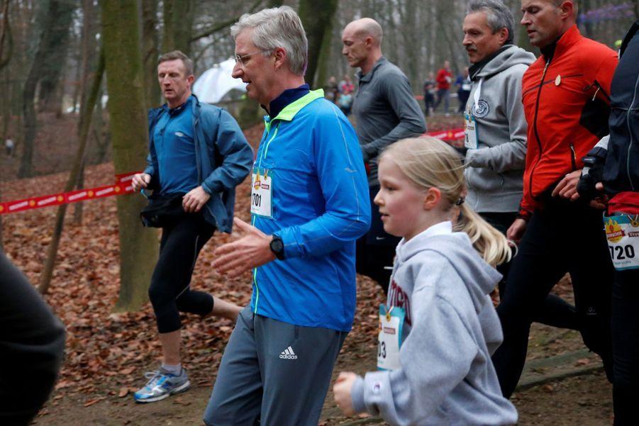 Le Roi Des Belges Philippe Participe À Un Marathon Avec Ses Enfants Le Prince Emmanuel, Le Prince Gabriel, La Princesse Éléonore 8