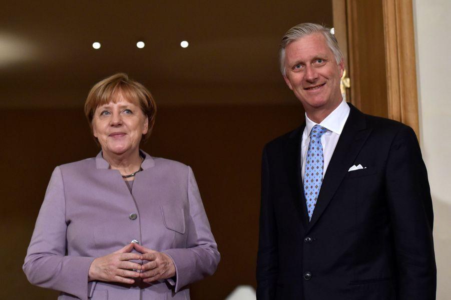 Le roi Philippe de Belgique avec Angela Merkel à Bruxelles, le 12 janvier 2017