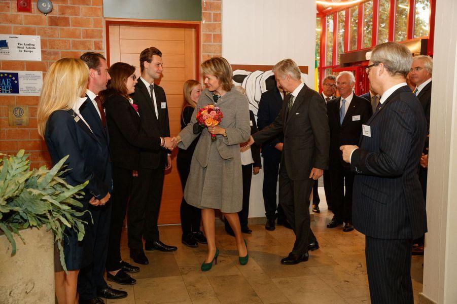 La reine Mathilde et le roi Philippe de Belgique à l'école hôtelière Ter Duinen à Koksijde, le 9 novembre 2016