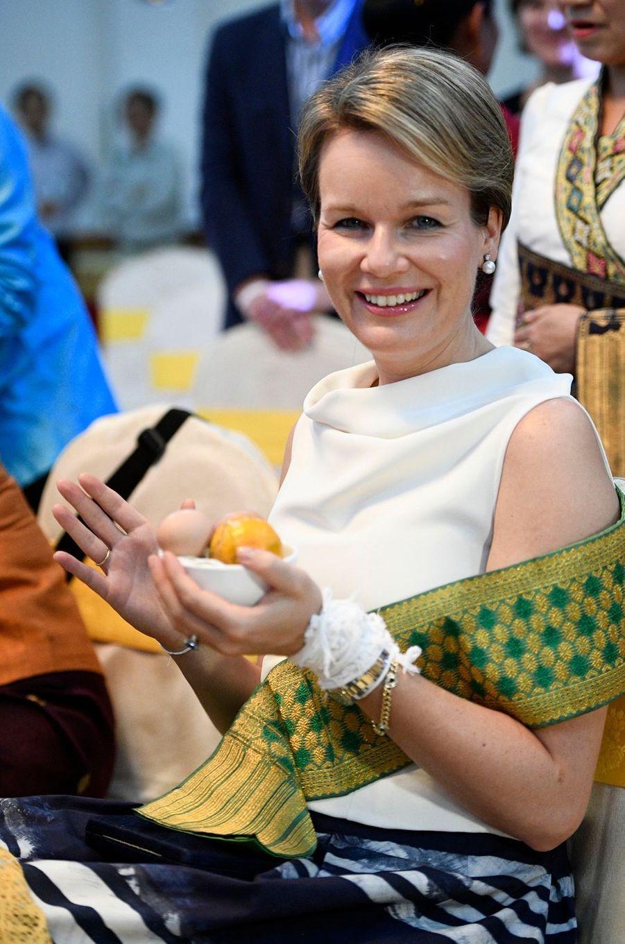 La reine Mathilde de Belgique à Saravane au Laos, le 21 février 2017