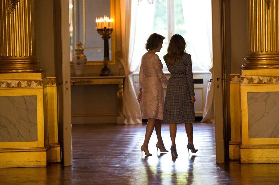 La reine Mathilde de Belgique avec Melania Trump à Bruxelles, le 25 mai 2017