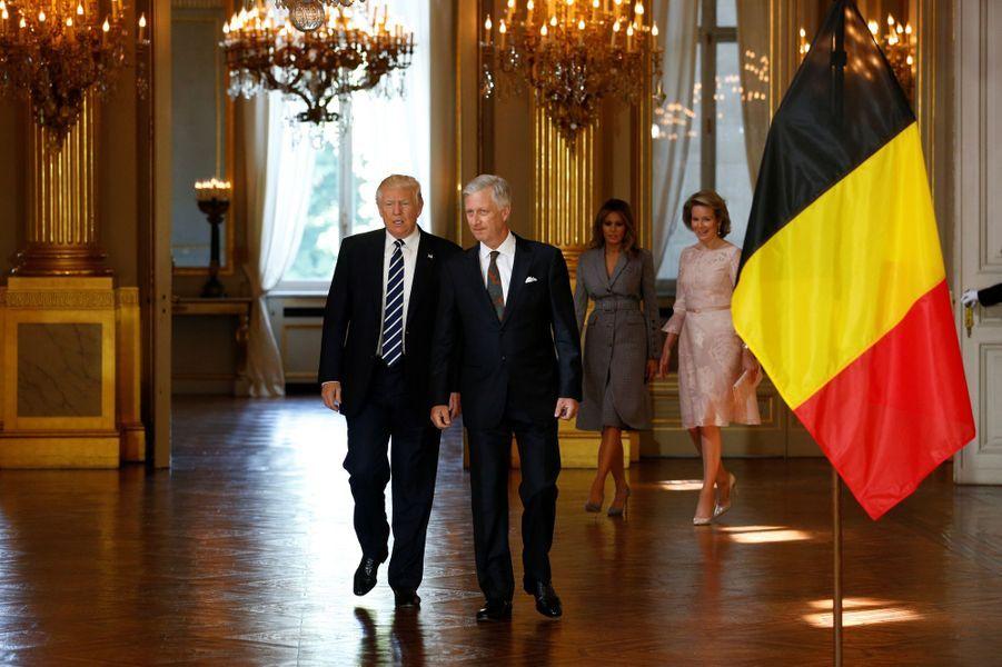 La reine Mathilde et le roi Philippe de Belgique avec Donald et Melania Trump au Palais royal à Bruxelles, le 25 mai 2017