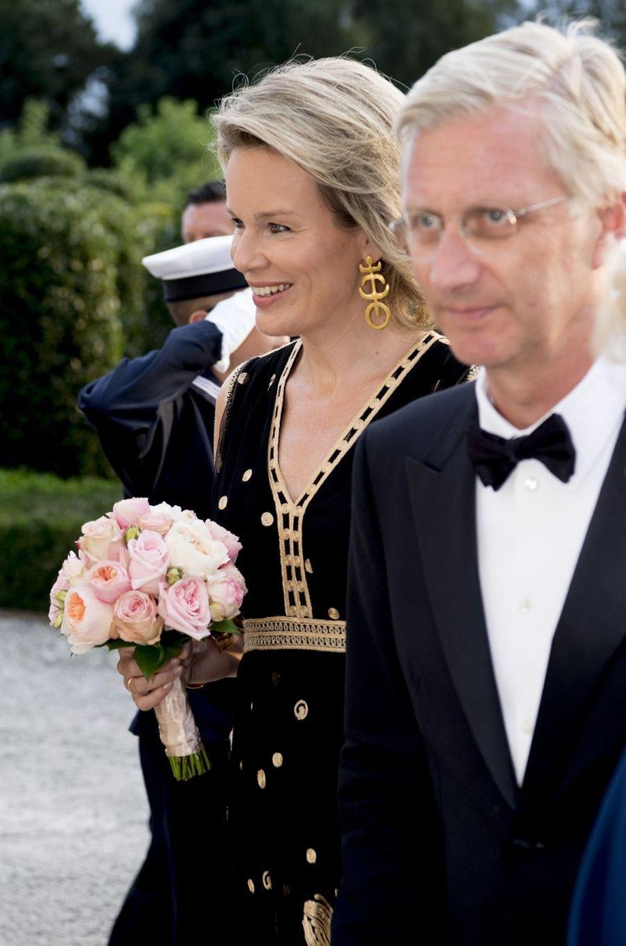 Mathilde confirme, elle est toujours avec le roi Philippe