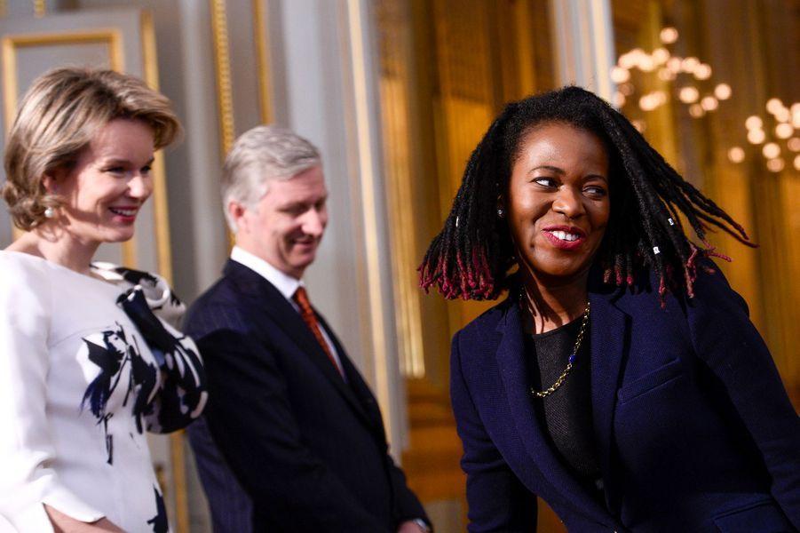 La reine Mathilde et le roi Philippe de Belgique avec la députée du Suriname, à Bruxelles le 7 janvier 2016