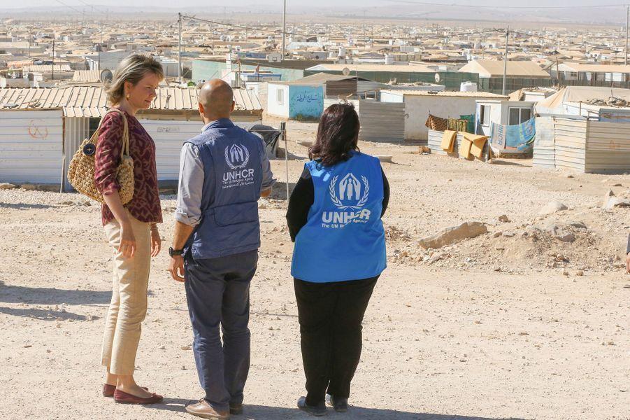 La reine Mathilde de Belgique découvre le camp de réfugiés syriens de Zaatari en Jordanie, le 24 octobre 2016