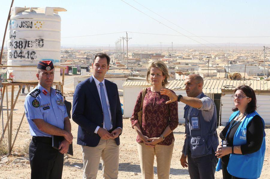 La reine Mathilde de Belgique avec le ministre belge Alexandre De Croo en Jordanie, le 24 octobre 2016