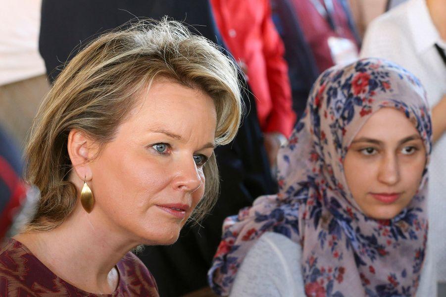 La reine Mathilde de Belgique dans le camp de Zaatari en Jordanie, le 24 octobre 2016