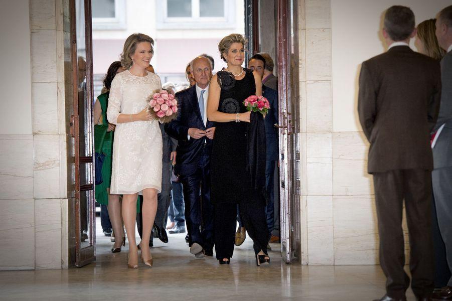 La reine Mathilde de Belgique et la reine Maxima des Pays-Bas à Bruxelles, le 25 mai 2016