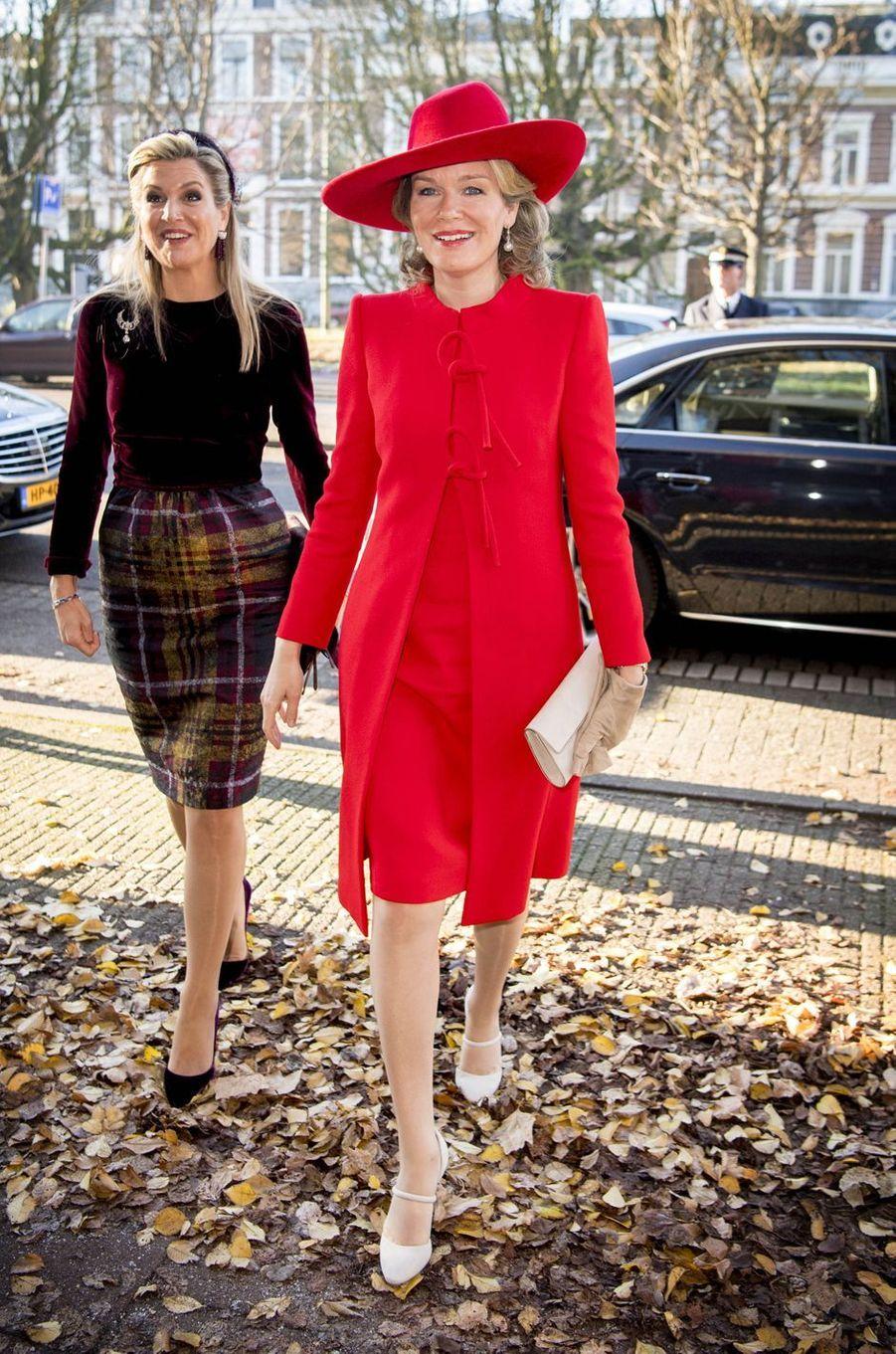 Les reines Maxima des Pays-Bas etMathilde de Belgique à La Haye, le 29 novembre 2016
