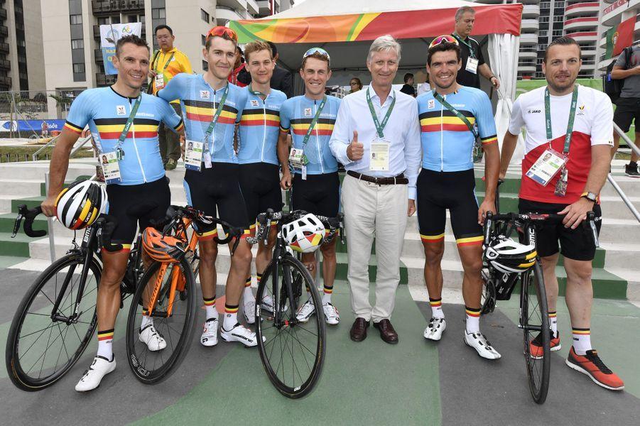 Le roi Philippe de Belgique avec l'équipe cycliste belge aux JO de Rio, le 7 août 2016
