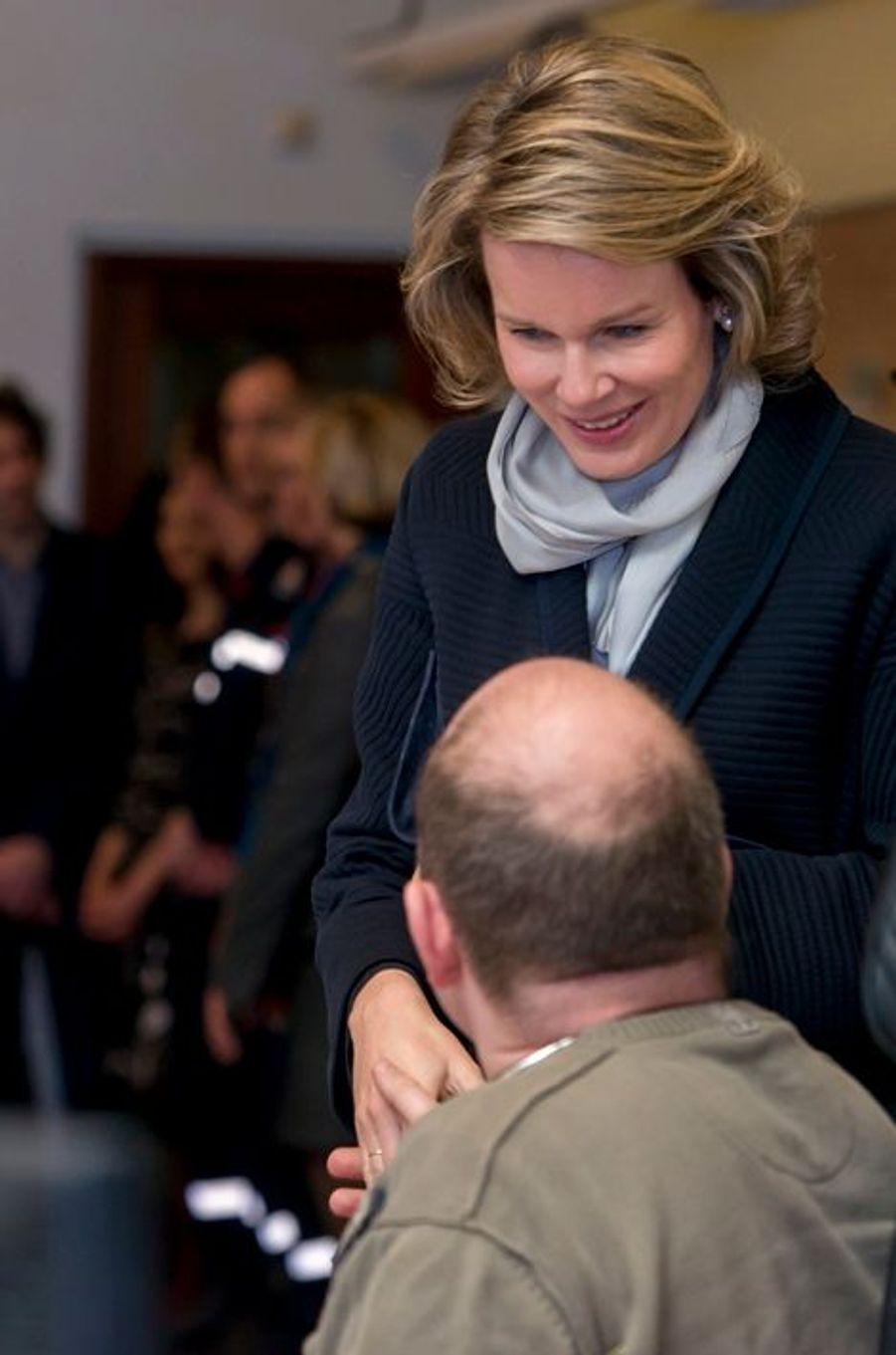 La reine Mathilde de Belgique au centre 112 de Bruxelles, le 25 mars 2016