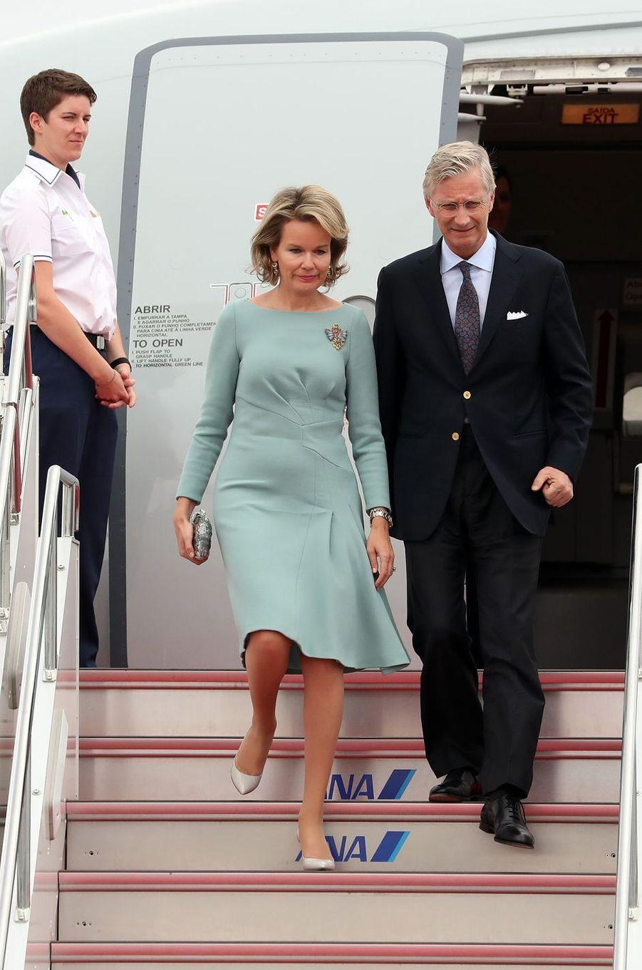 La reine Mathilde et le roi Philippe de Belgique arrivent à Tokyo, le 10 octobre 2016