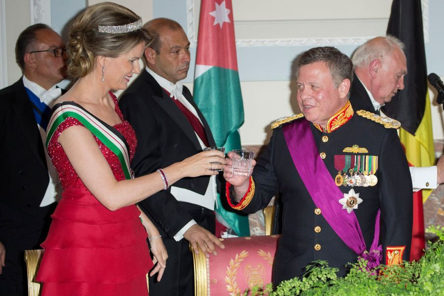 La reine Mathilde de Belgique et le roi Abdallah II de Jordanie à Bruxelles, le 18 mai 2016