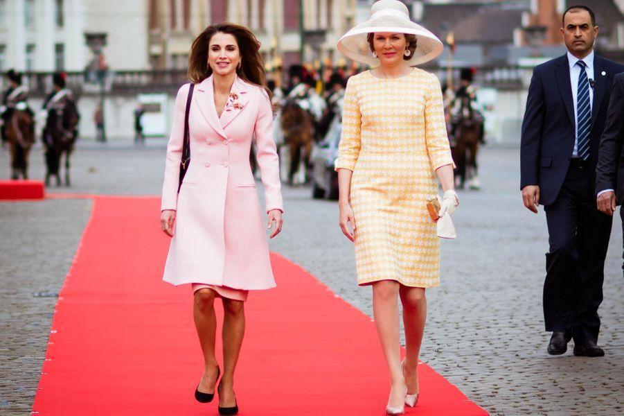 La reine Rania de Jordanie et la reine Mathilde de Belgique à Bruxelles, le 18 mai 2016