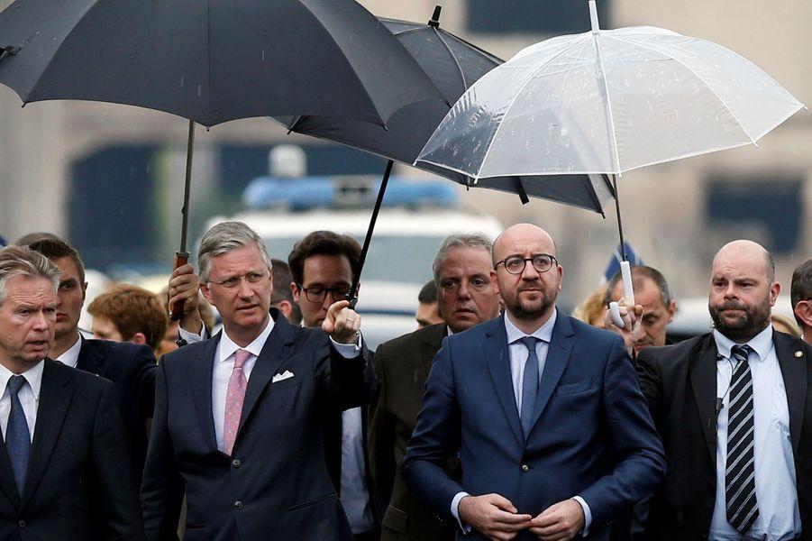 Le roi Philippe de Belgique avec le Premier ministre Charles Michel à Saint-Georges-sur-Meuse, le 5 juin 2016
