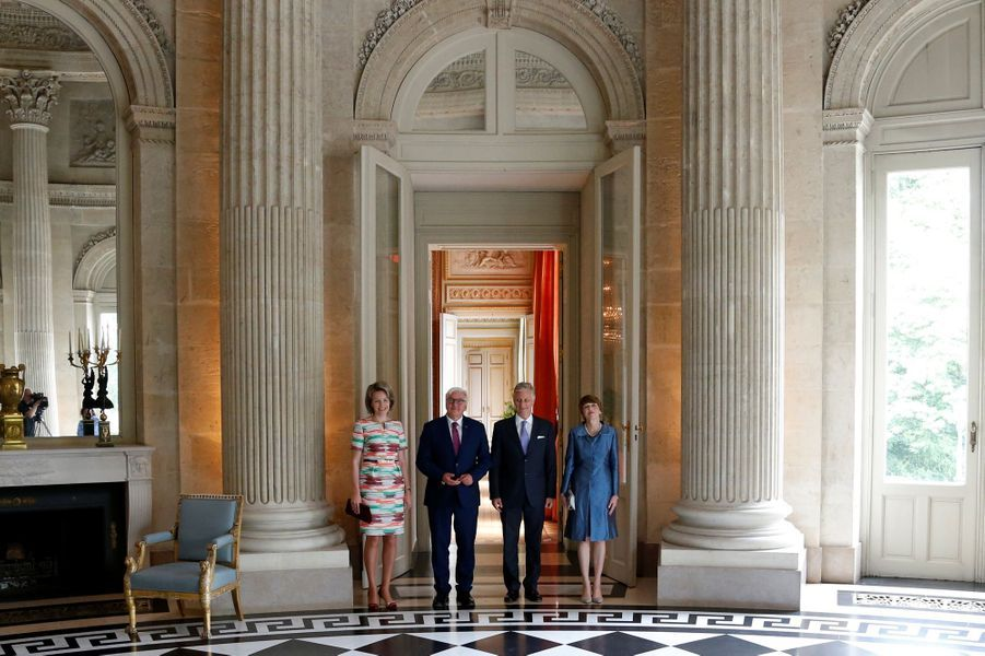 La reine Mathilde et le roi Philippe de Belgique avec le couple présidentiel allemand au château de Laeken à Bruxelles le 16 juin 2017