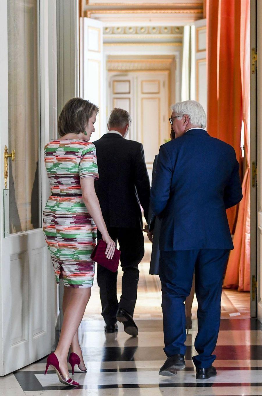 La robe de la reine Mathilde, vue de dos, à Bruxelles le 16 juin 2017