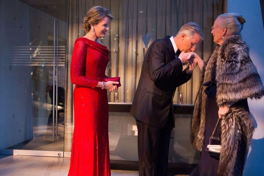 La reine Mathilde et le roi Philippe de Belgique avec la reine Margrethe II de Danemark à Copenhague, le 29 mars 2017