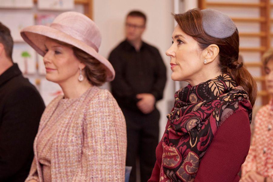 La reine Mathilde de Belgique avec la princesse Mary de Danemark à Copenhague, le 29 mars 2017
