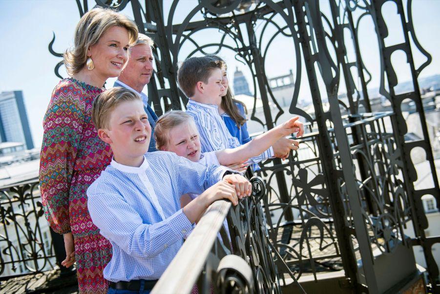 Mathilde, Philippe et leurs enfants, un après-midi en famille