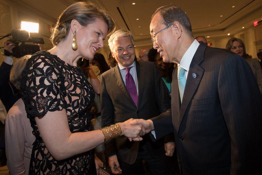 La reine Mathilde de Belgique avec Ban Ki-moon à l'ONU à New York, le 11 juillet 2016