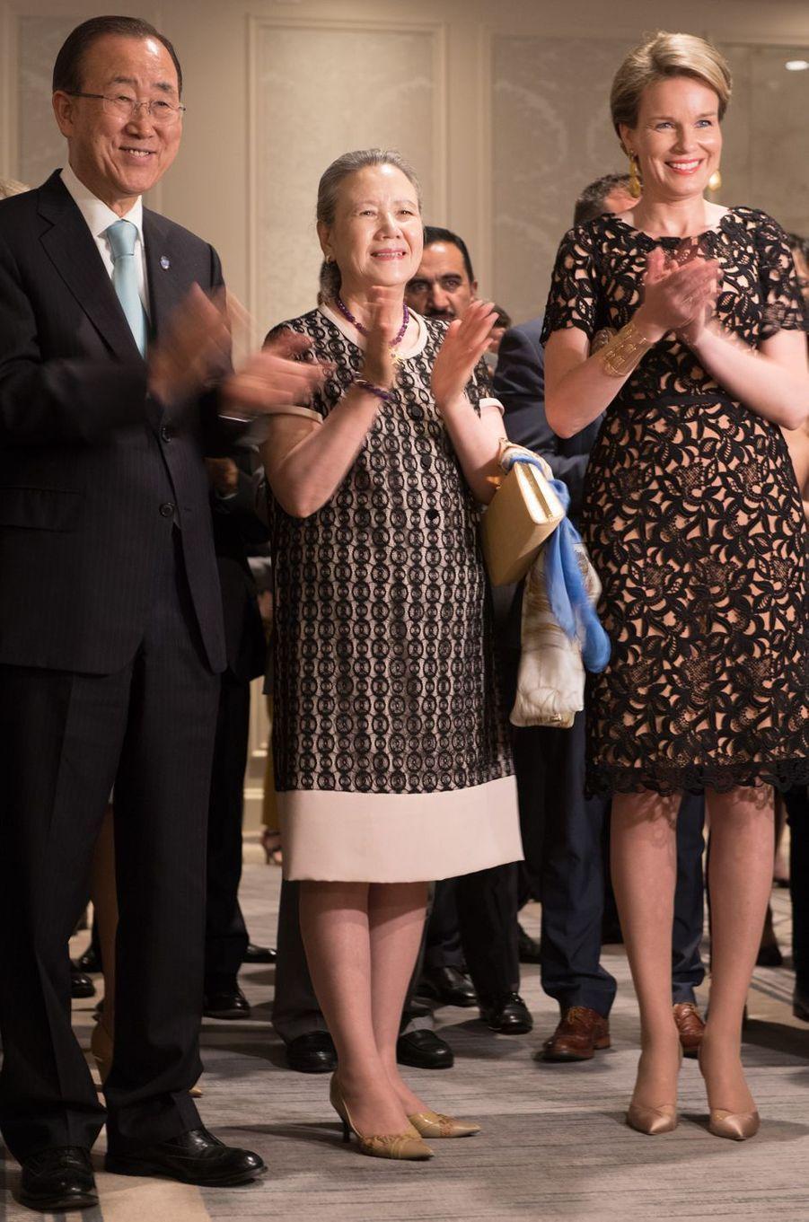 La reine Mathilde de Belgique avec Ban Ki-moon et sa femme à l'ONU à New York, le 11 juillet 2016