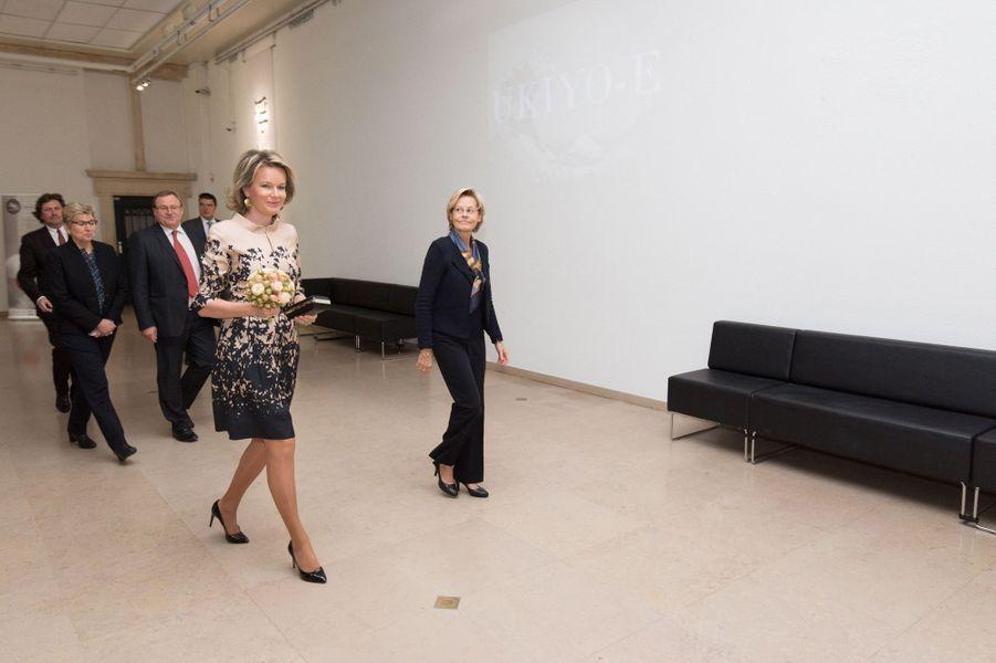 La reine Mathilde de Belgique arrive au musée du Cinquantenaire à Bruxelles, le 17 novembre 2016