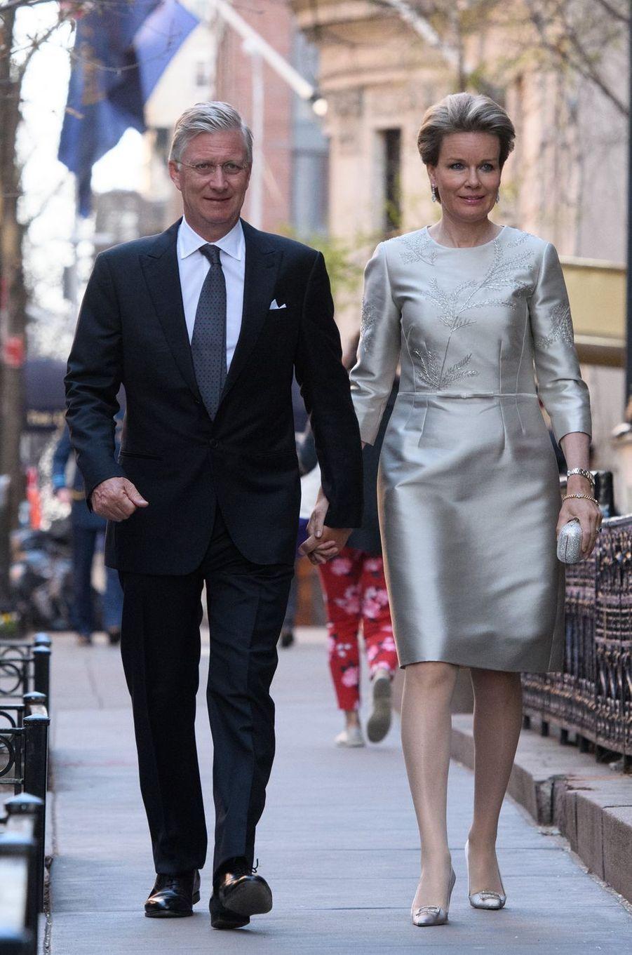 La reine Mathilde de Belgique dans une robe Natan, à New York le 23 avril 2018