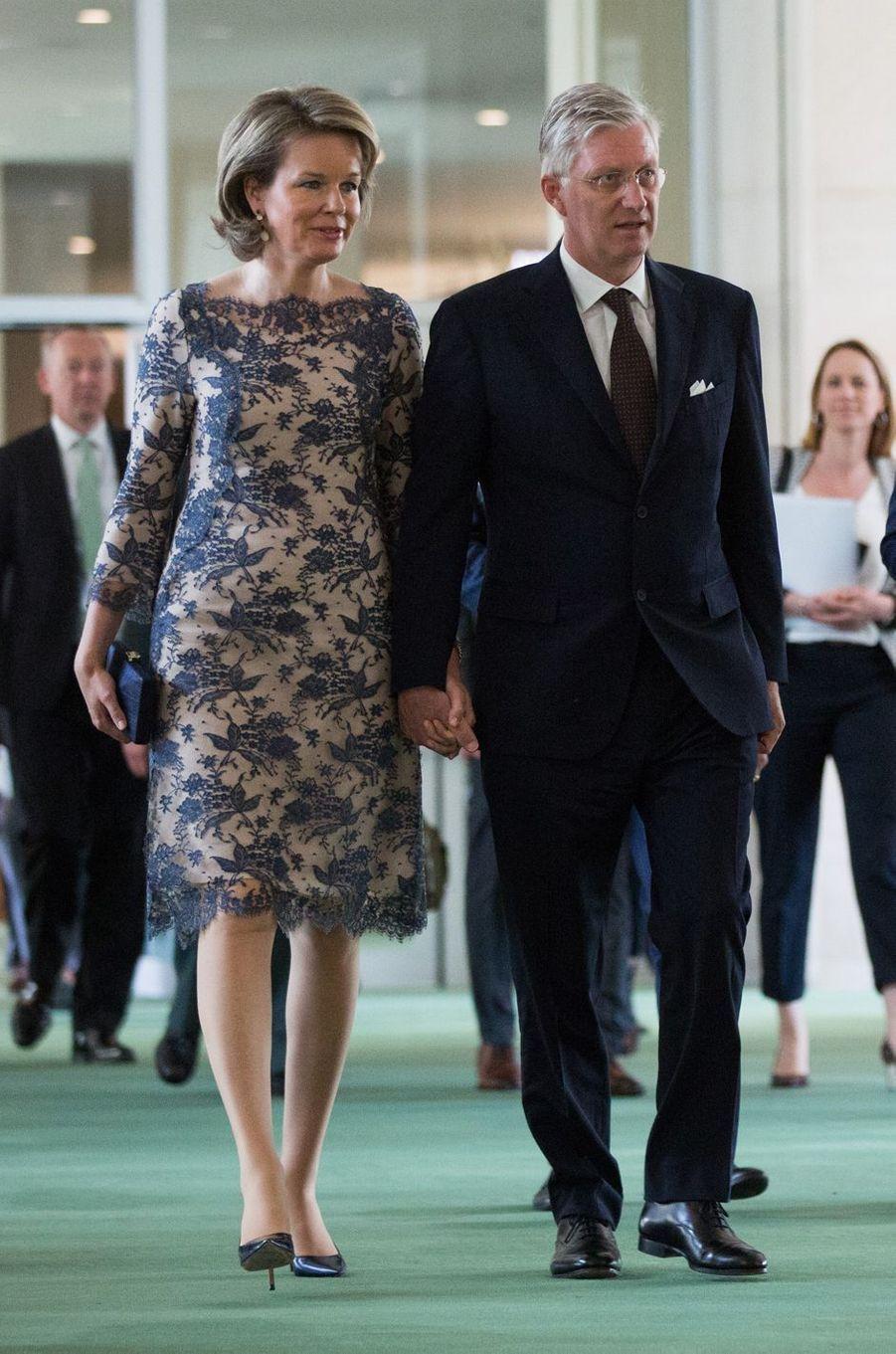 La reine Mathilde de Belgique dans une robe Esmeralda Ammoun, à New York le 24 avril 2018