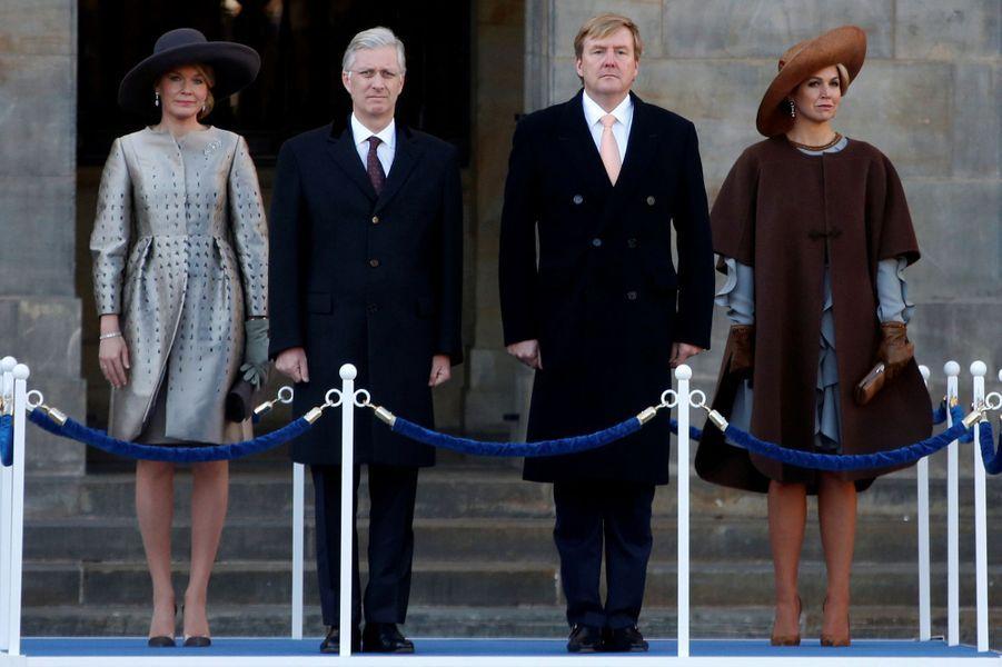 La reine Mathilde et le roi Philippe de Belgique avec la reine Maxima et le roi Willem-Alexander des Pays-Bas à Amsterdam, le 28 novembre 2016