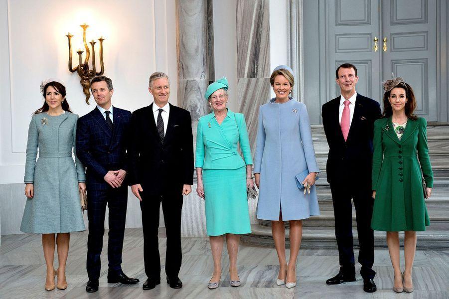 La reine Mathilde et le roi Philippe de Belgique avec la famille royale danoise à Copenhague, le 28 mars 2017