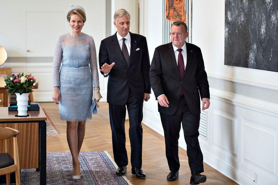 La reine Mathilde et le roi Philippe de Belgique avec le Premier ministre danois à Copenhague, le 28 mars 2017