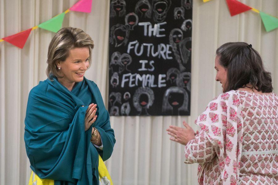 La reine Mathilde de Belgique dans un centre de l'International Center for Research on Women à New Delhi, le 8 novembre 2017