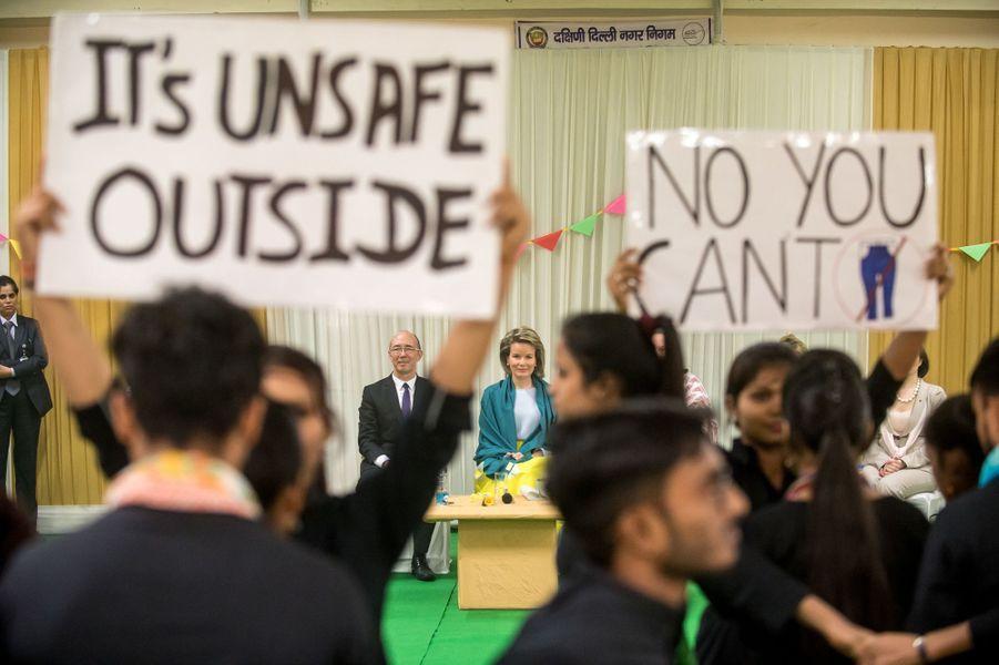 La reine Mathilde de Belgique dans un centre de l'ICRW à New Delhi, le 8 novembre 2017