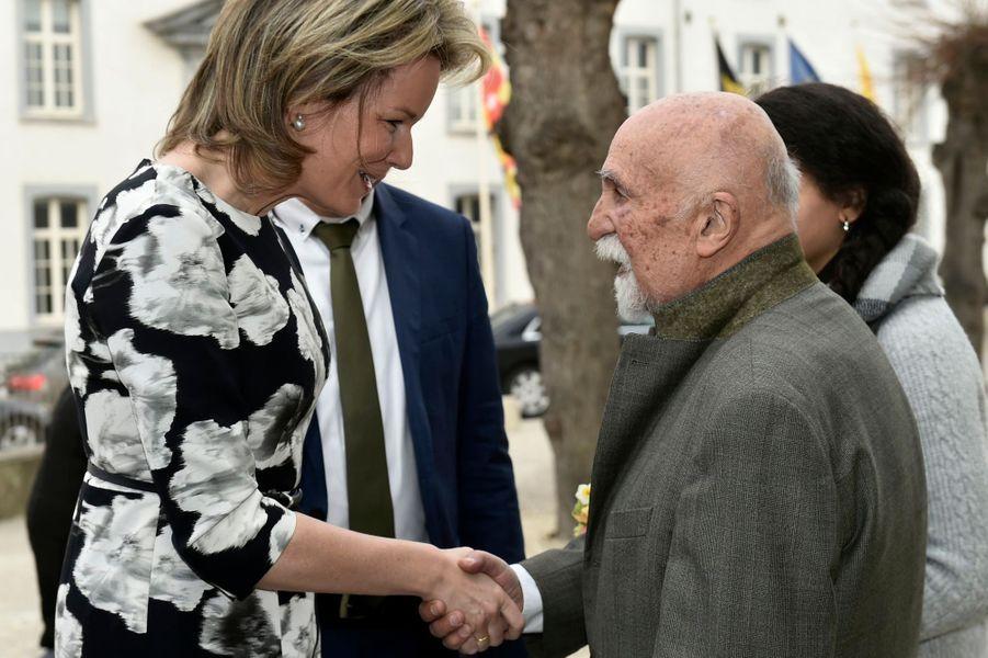 La reine Mathilde de Belgique avec Simon Gronowski au Kazerne Dossin à Malines, le 27 mars 2018