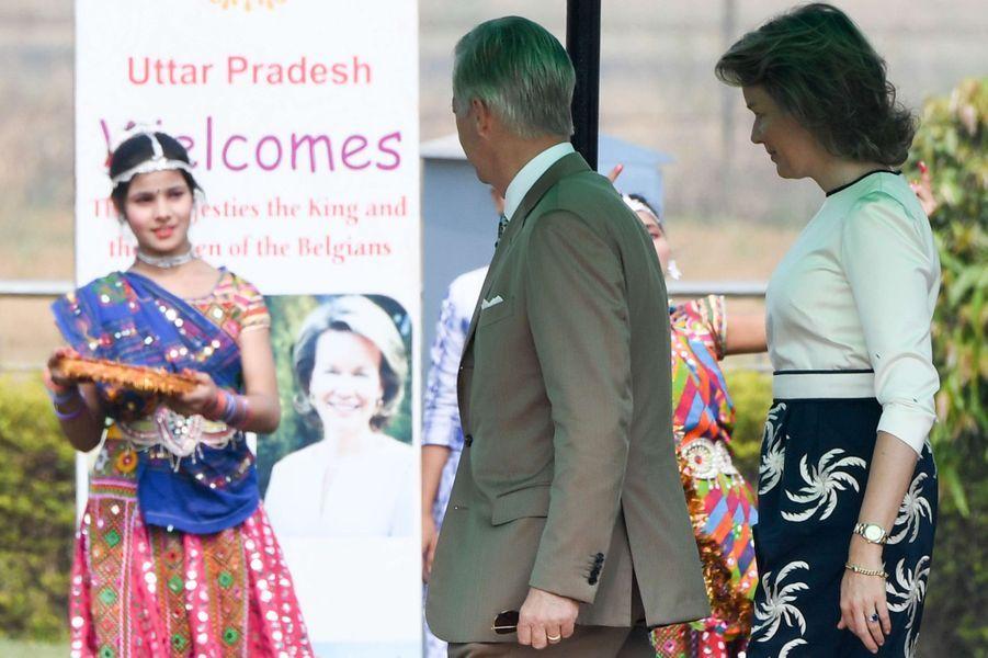 La reine des Belges Mathilde en Dries Van Noten, en Inde, le 6 novembre 2017