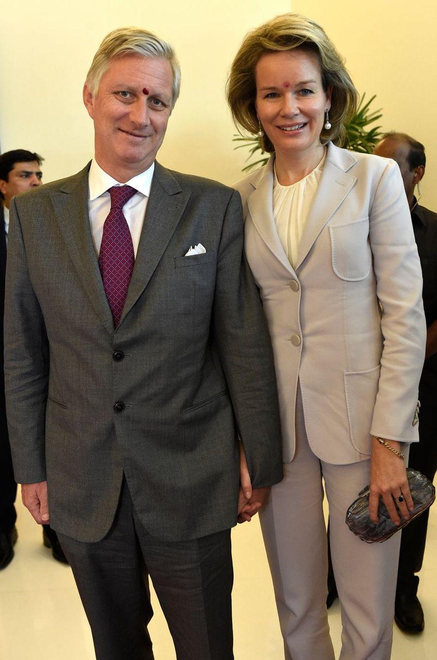 La reine des Belges Mathilde en Natan en Armani en Inde, le 9 novembre 2017