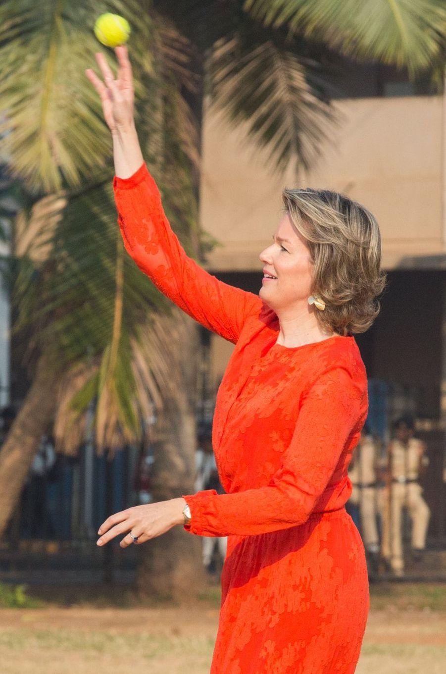 La reine des Belges Mathilde en Natan en Inde, le 10 novembre 2017