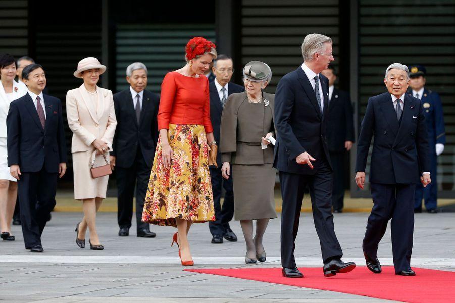 La reine Mathilde et le roi Philippe de Belgique avec la famille impériale du Japon à Tokyo, le 11 octobre 2016