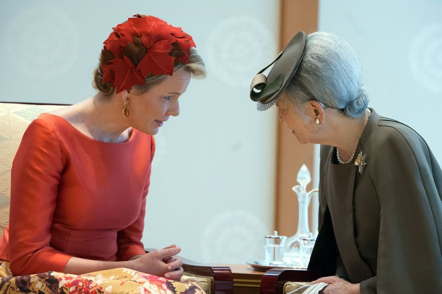 La reine Mathilde de Belgique avec l'impératrice Michiko du Japon à Tokyo, le 11 octobre 2016