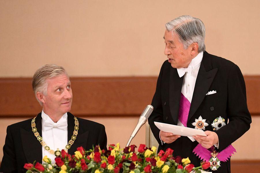 Le roi Philippe de Belgique et l'empereur Akihito du Japon à Tokyo, le 11 octobre 2016
